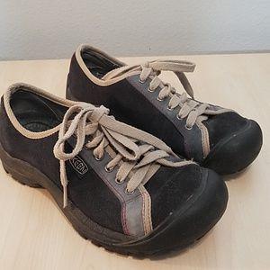 Keen blue suede walking / hiking shoe size 9